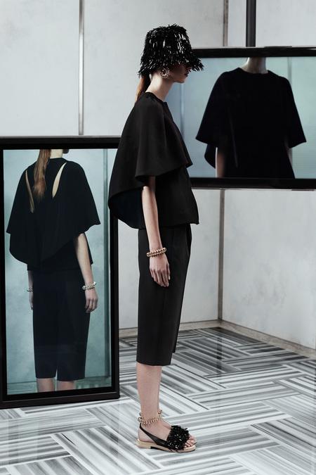 Cool…Balenciaga B & W